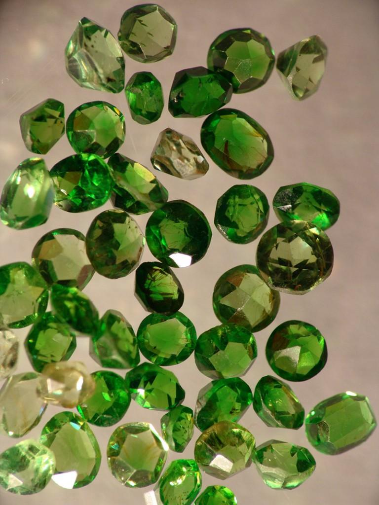 301ec5b87e7 Ehete kaubamärgid, mis kasutavad looduslike kivide erakordseid omadusi ja  ilu, loovad ainulaadseid ehteid. Sellised ehted on jagatud mitmeks liigiks: