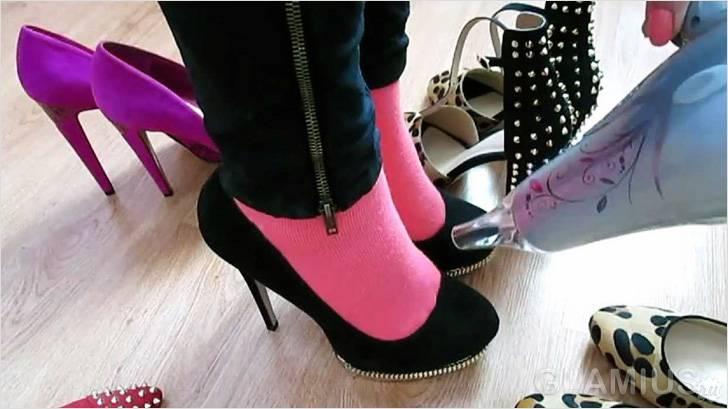 4f2483cc0ff7c5 Якщо виявиться, що нова пара взуття тре через те, що замала, можна  спробувати її розносити. Пам'ятайте, що зробити це реально в тому випадку,  якщо різниця ...